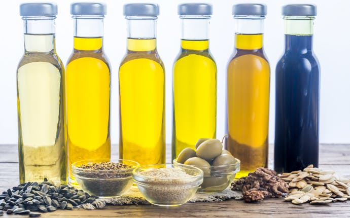 便とオイルの関係。便通をよくするために効果的なオイルの摂り入れ方