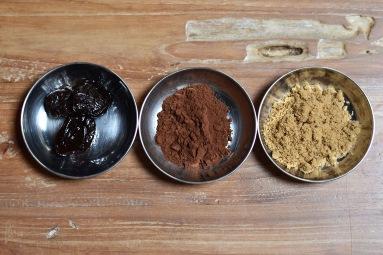 ココアとプルーンの黒糖蒸しケーキ