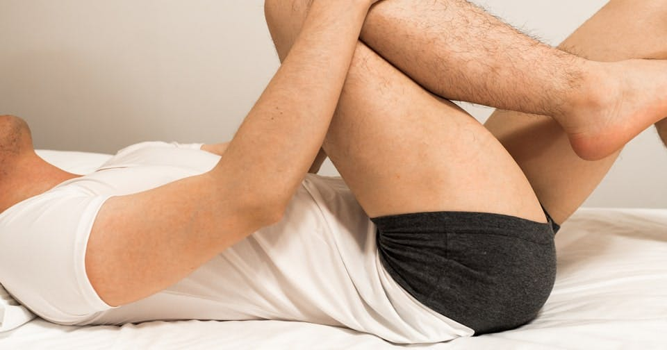 お尻を上げ、脚を引き締めるバックキック【男のkintre!:椅子トレ④】