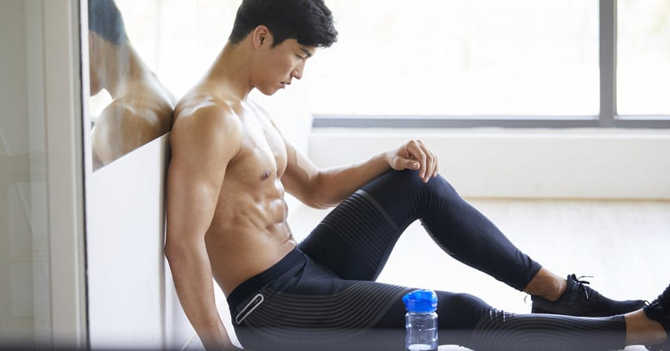腹筋と太ももを効率よく鍛えるレッグ・エクステンション【男のkintre!:椅子トレ③】