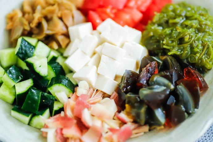 世界の発酵食品レシピvol.16:ピータンと豆腐の混ぜサラダ