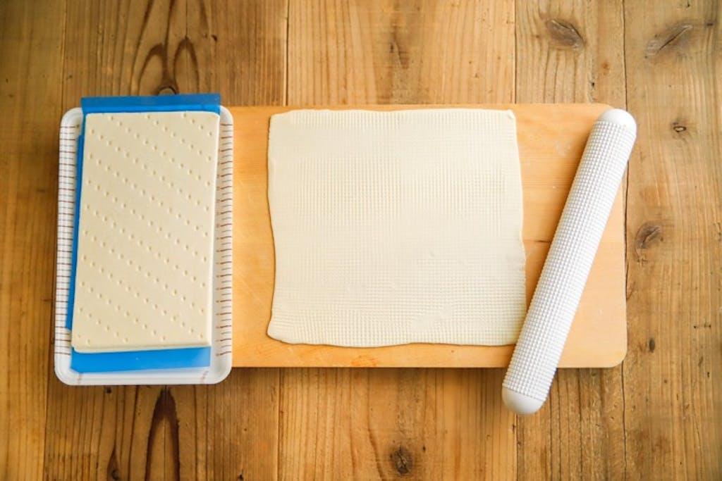 世界の発酵食品レシピvol.20:アンチョビとマッシュルームの和風タルトフランベ