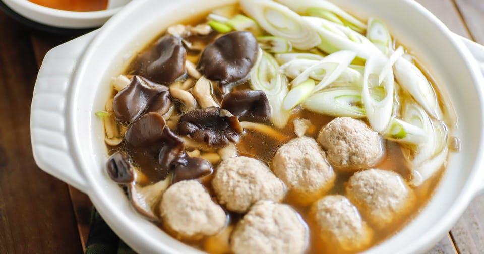 腸内環境のために「菌」を食べて食物繊維をとろう!:きのこたっぷり豚だんご鍋