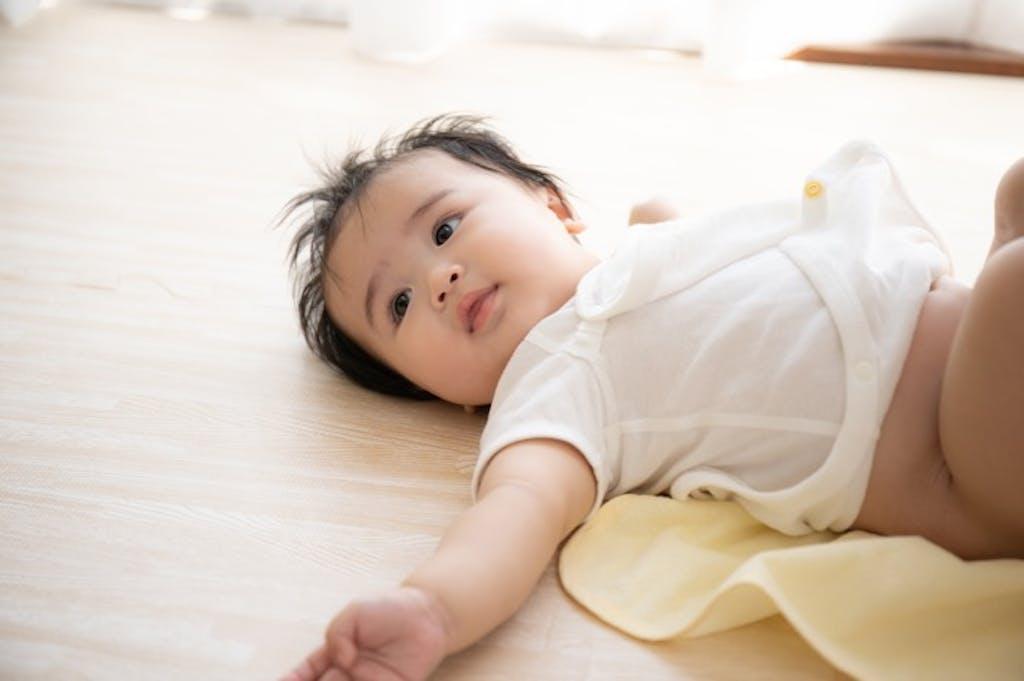 なぜ赤ちゃんのうんちは酸っぱい臭いがするの?