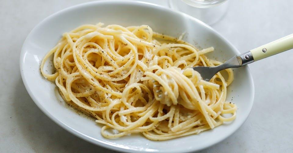 その種類は1000以上!奥深いチーズの風味と歴史を堪能:チーズと黒胡椒のパスタ「カチョエペペ」