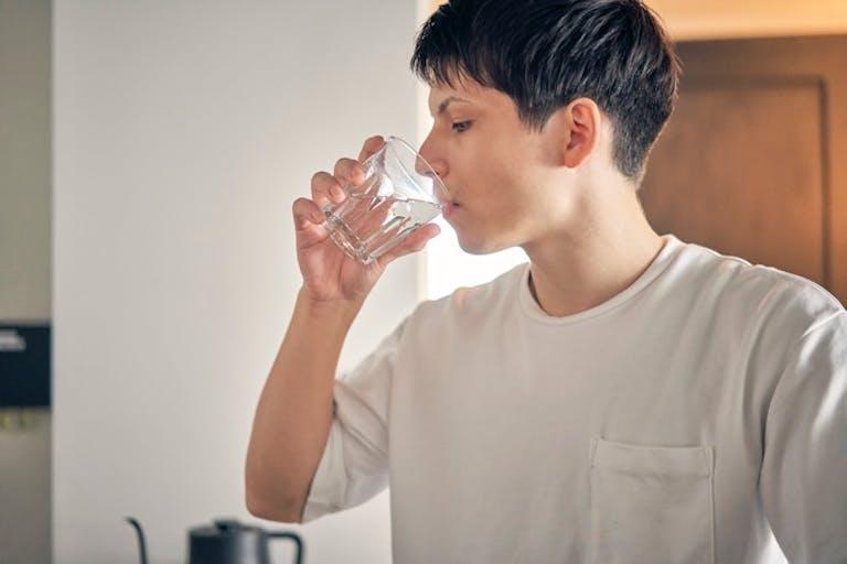 「たっぷりの水分摂取は便秘にいい」はウソ? 意外と知られていない「誤った健康知識」3選