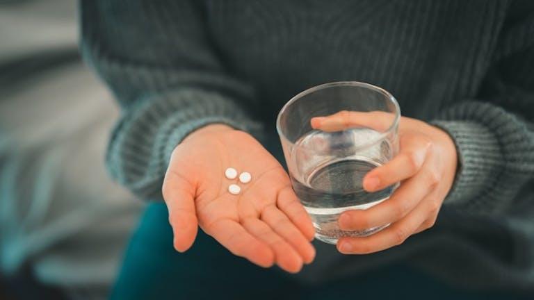 「薬以外」の便秘解消法を選ぶなら…? 便秘に悩む人向け腸活一覧