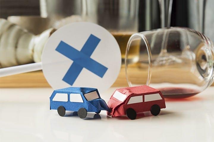 厳罰化で飲酒運転事故件数は、この10年でどのくらい減った?