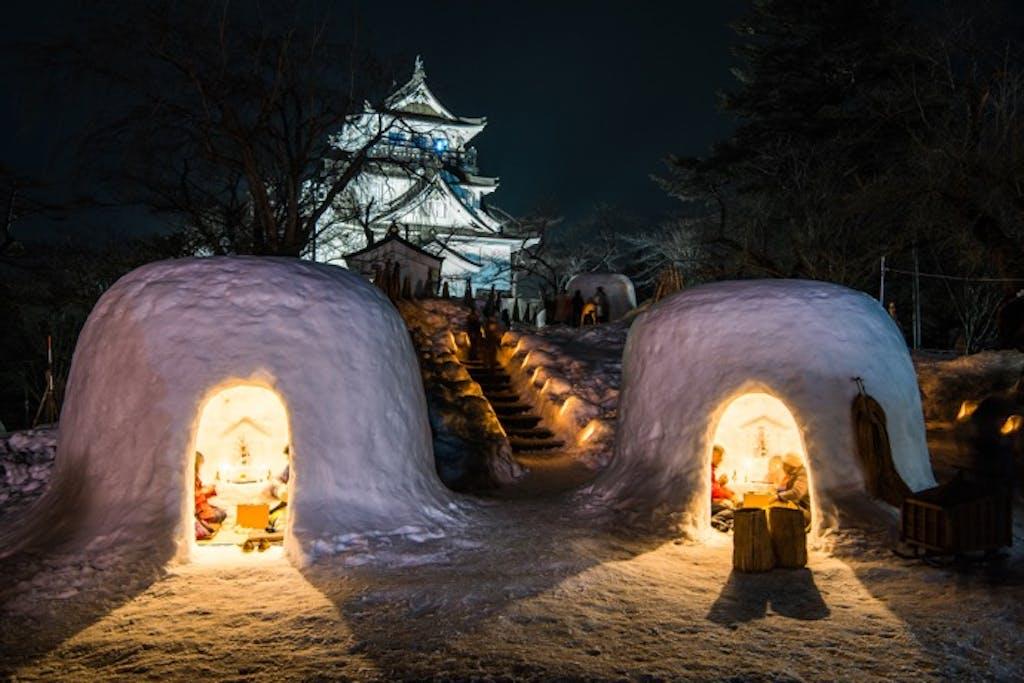 雪の中、家族でほっこりあったまる。冬限定「かまくらイベント」へドライブに行こう!