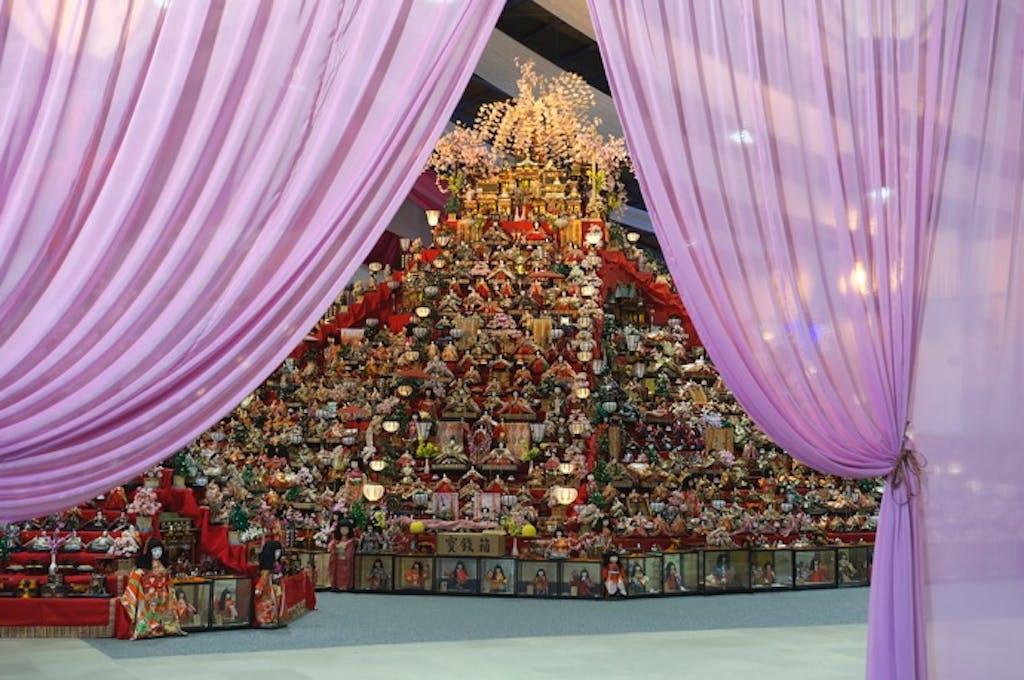 ビッグな雛壇を家族で見に行こう!「ひな祭り」ドライブスポット