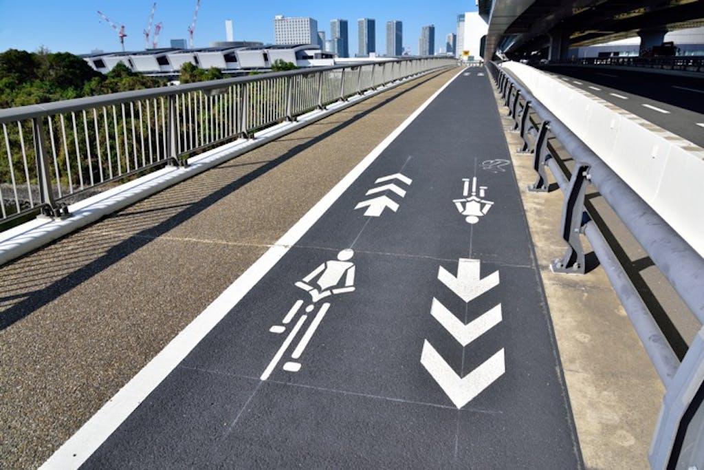 「自転車専用通行帯(自転車レーン)」と「自転車ナビマーク・自転車ナビライン」の意外な違いとは?