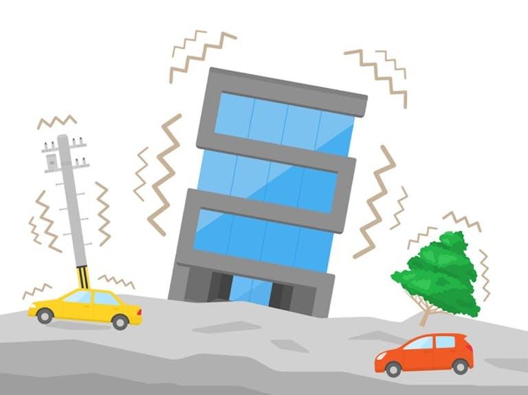 ガソリンスタンドで地震に遭遇したら…、すぐ離れるべき?