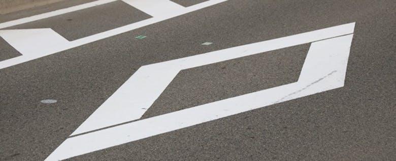 """今さら聞けない!よく見かける""""あの""""道路標示とその意味とは?"""