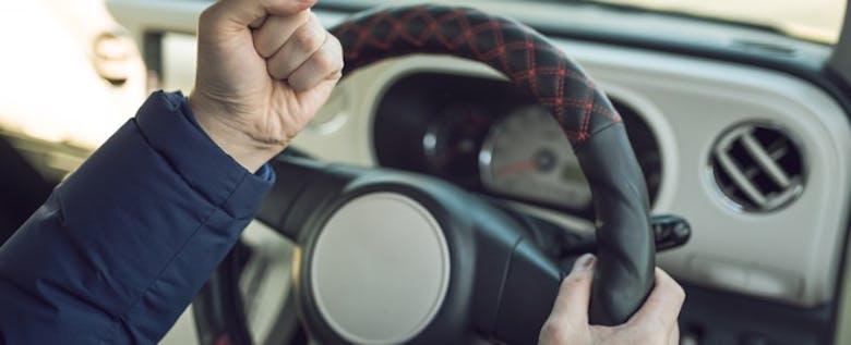 エアコンよりも早くホカホカ!冬ドライブには体を温めるグッズを活用しよう