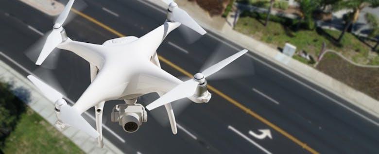 ドローンが救世主に?!道路老朽化による事故を防ぐ技術