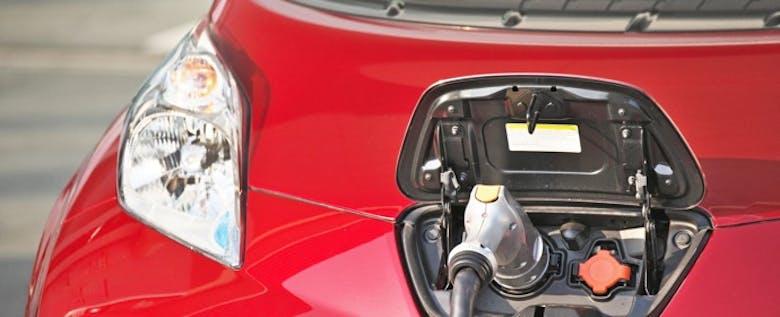 実はガソリン車よりも歴史が古かった! 5月20日は電気自動車の日