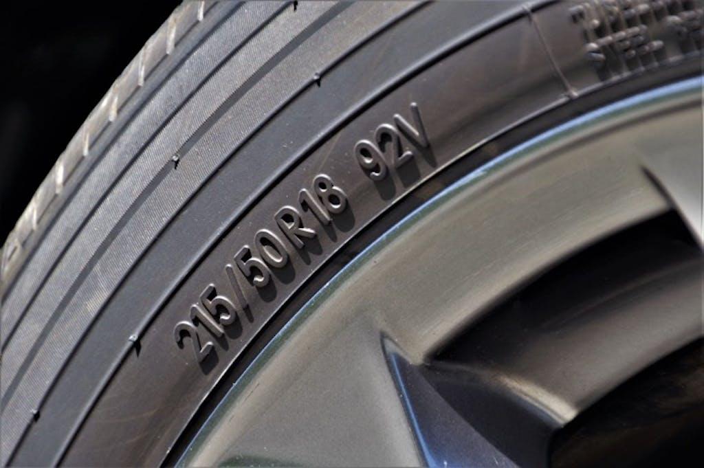 ドライブに行けない時期にこそ、知っておきたい「タイヤサイズの確認方法」