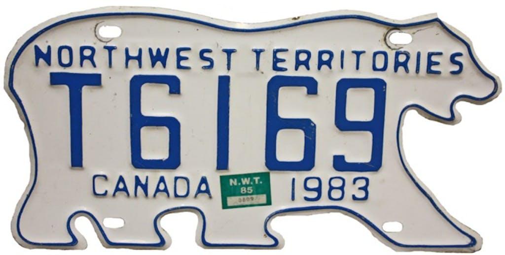 """究極の""""ご当地ナンバー""""、カナダの「シロクマナンバープレート」を知ってる?"""