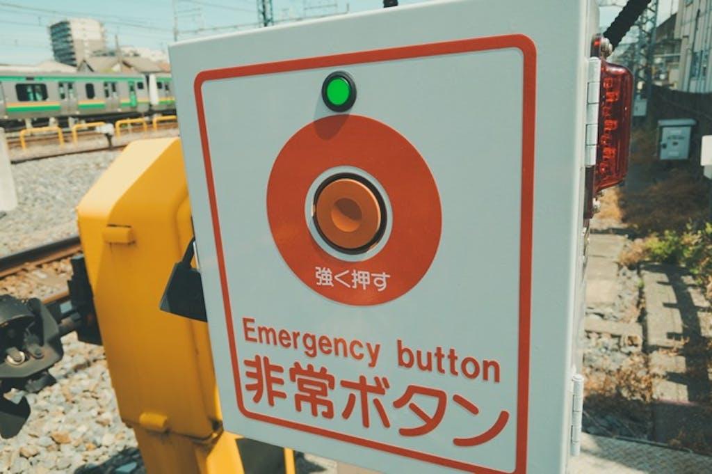 知ってた?踏切の警報機と遮断機の「時間のルール」
